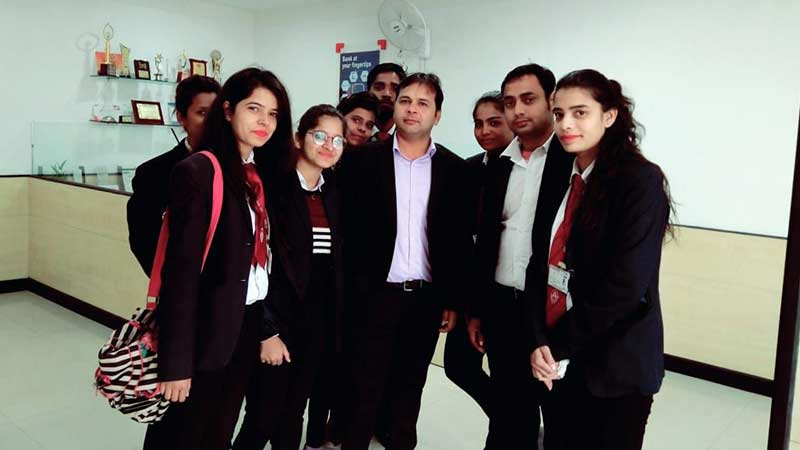 SRMS CET MBA Students live project with HDFC bank