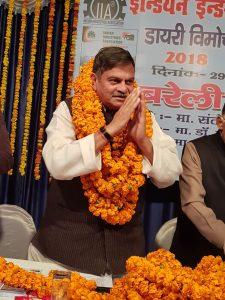 Shri-Dev-Murti-Ji-bestowed-with-honour-Image2