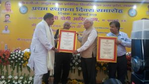 SHRI-DEV-MURTI-JI-CHAIRMAN-SRMSCET-BAREILLY-FELICITATED-ON-FOUNDATION-DAY-IMAGE-1